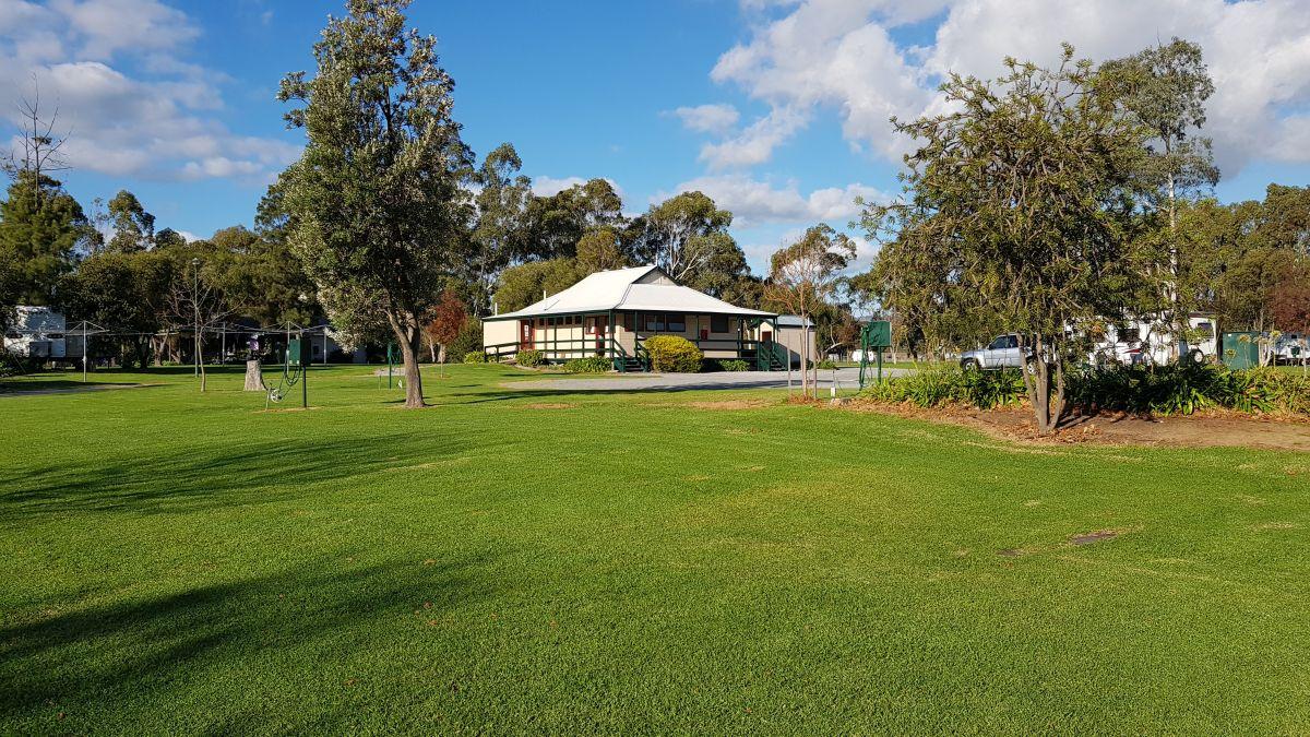 McLaren Vale Lakeside Caravan Park Amenities - 1